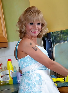 sex images Mature housewife Cathy Oakley sets her, blonde , lingerie