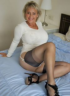 sex images Older mature Michelle rubbing her, blowjob , big tits